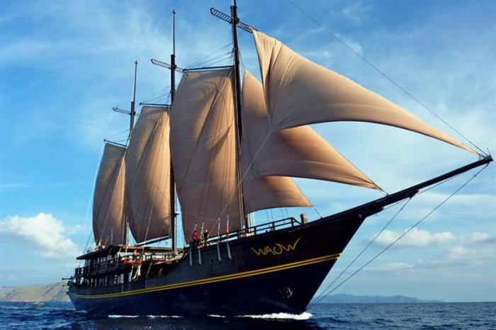 The luxury live aboard 'WAOW'. Click the image and find out more.
