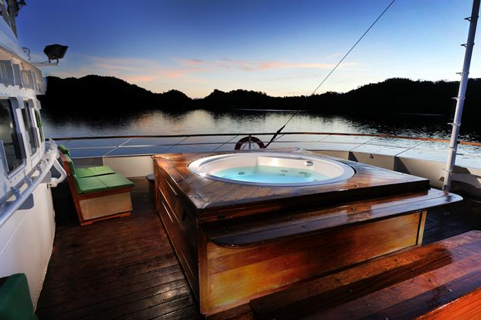 Jacuzzi aboard the Solitude One, sunset lighting